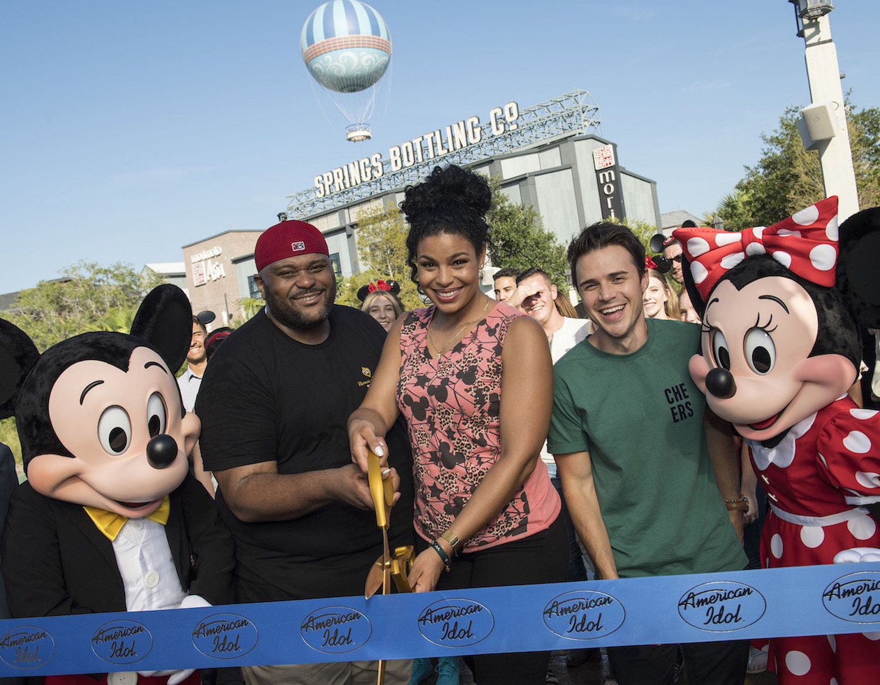 Pictured, from left, are Mickey Mouse, Ruben Studdard, Jordin Sparks, Kris Allen and Minnie Mouse. (ABC photo courtesy Walt Disney World/David Roark)