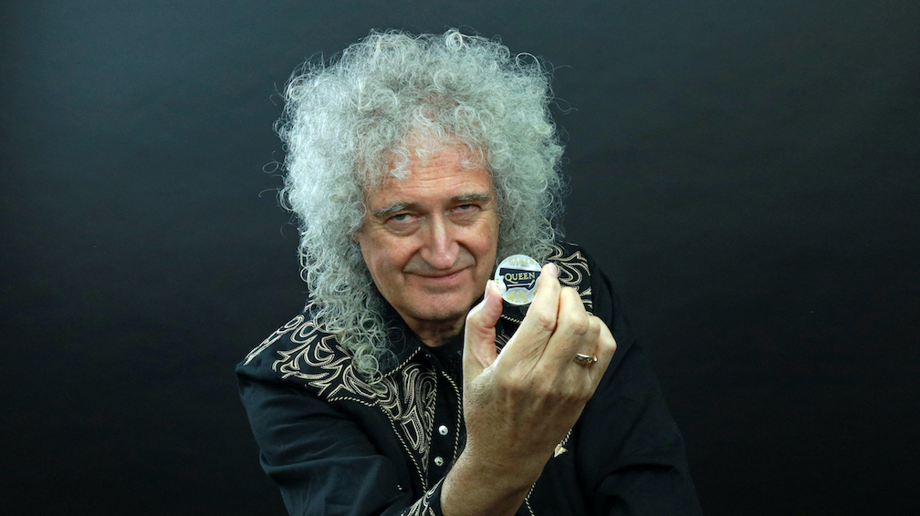 Brian May with the Queen coin. (Image courtesy of Universal Music Group. The Royal Mint retains copyright ownership © of all images.)
