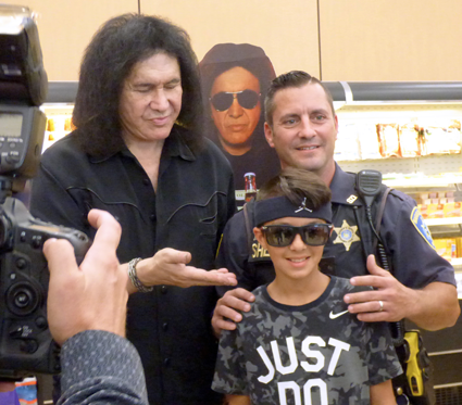Gene Simmons Raises Money for Vets, Meets Fans in Niagara Falls