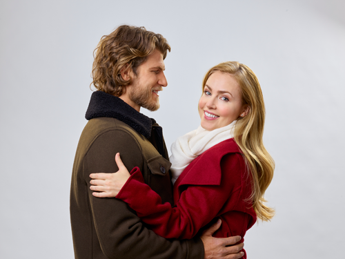 Travis Von Winkle and Amanda Schull star in `Project Christmas Wish` on Hallmark Movies & Mysteries.` The film debuts at 10 p.m. Sunday. (Photo by Geoff Neufeldt/©2020 Crown Media United States LLC)