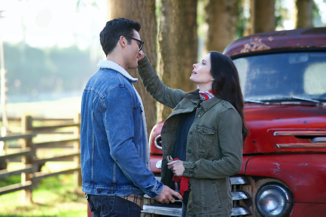 As seen in `The Flash` `Elseworlds, Part 1` Tyler Hoechlin as Clark Kent and Bitsie Tulloch as Lois Lane. (Photo: Shane Harvey/The CW ©2018 The CW Network LLC. All rights reserved.)