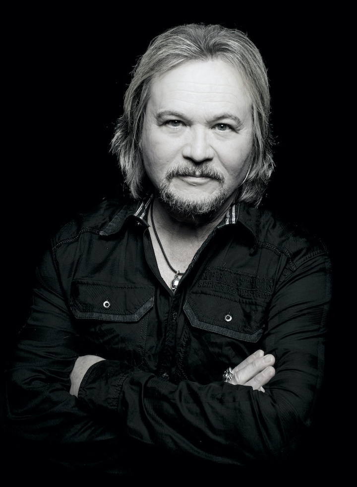 Travis Tritt (Photo credit: David Abbott; provided by AristoPR)