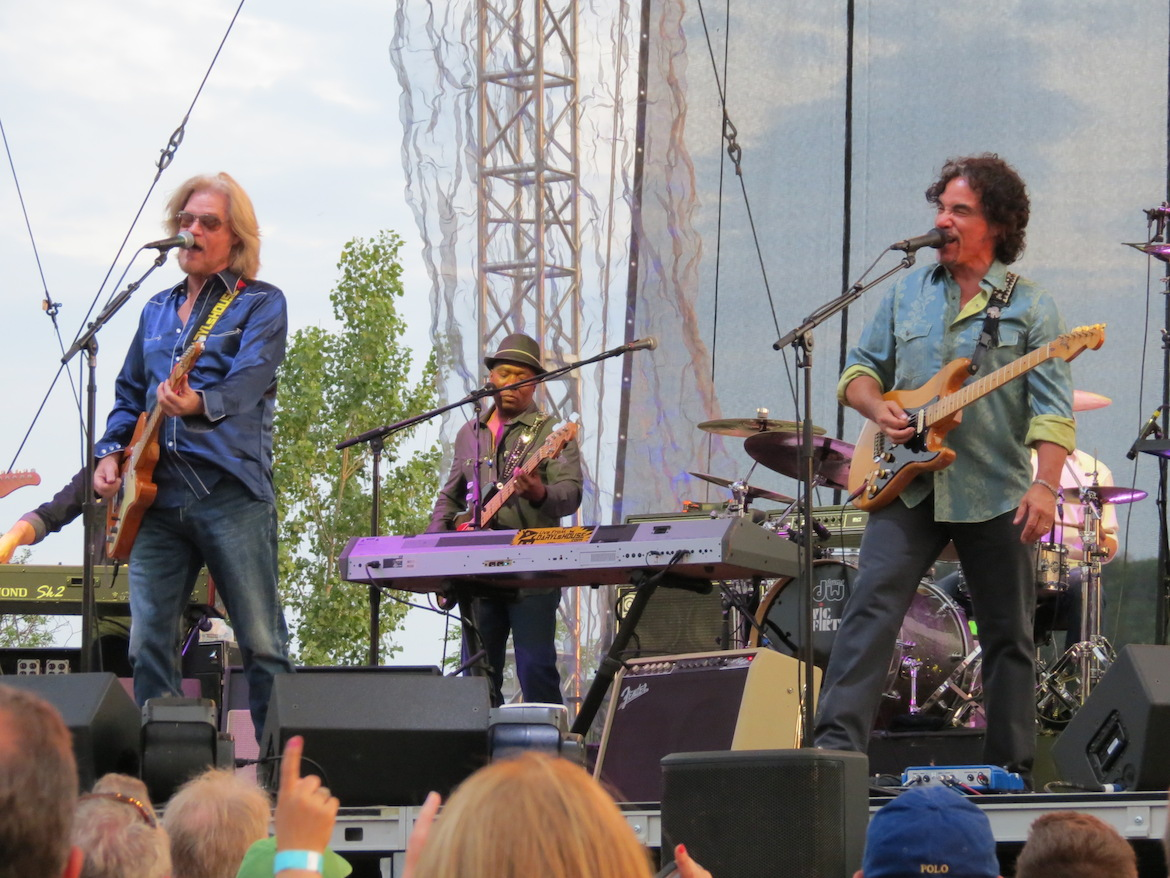 Daryl Hall & John Oates live on stage. (File photo)