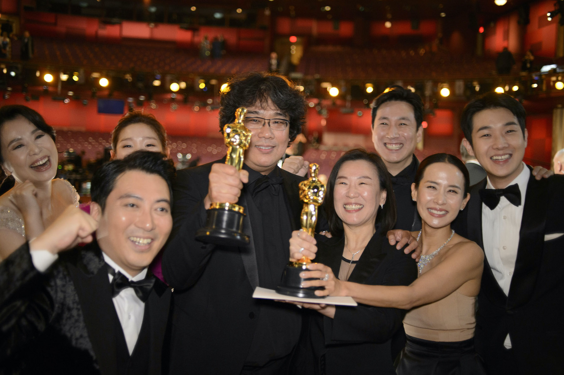Kwak Sin Ae, Bong Joon Ho (center) with the cast and crew of Best Picture `Parasite.` (ABC photo by Eric McCandless)