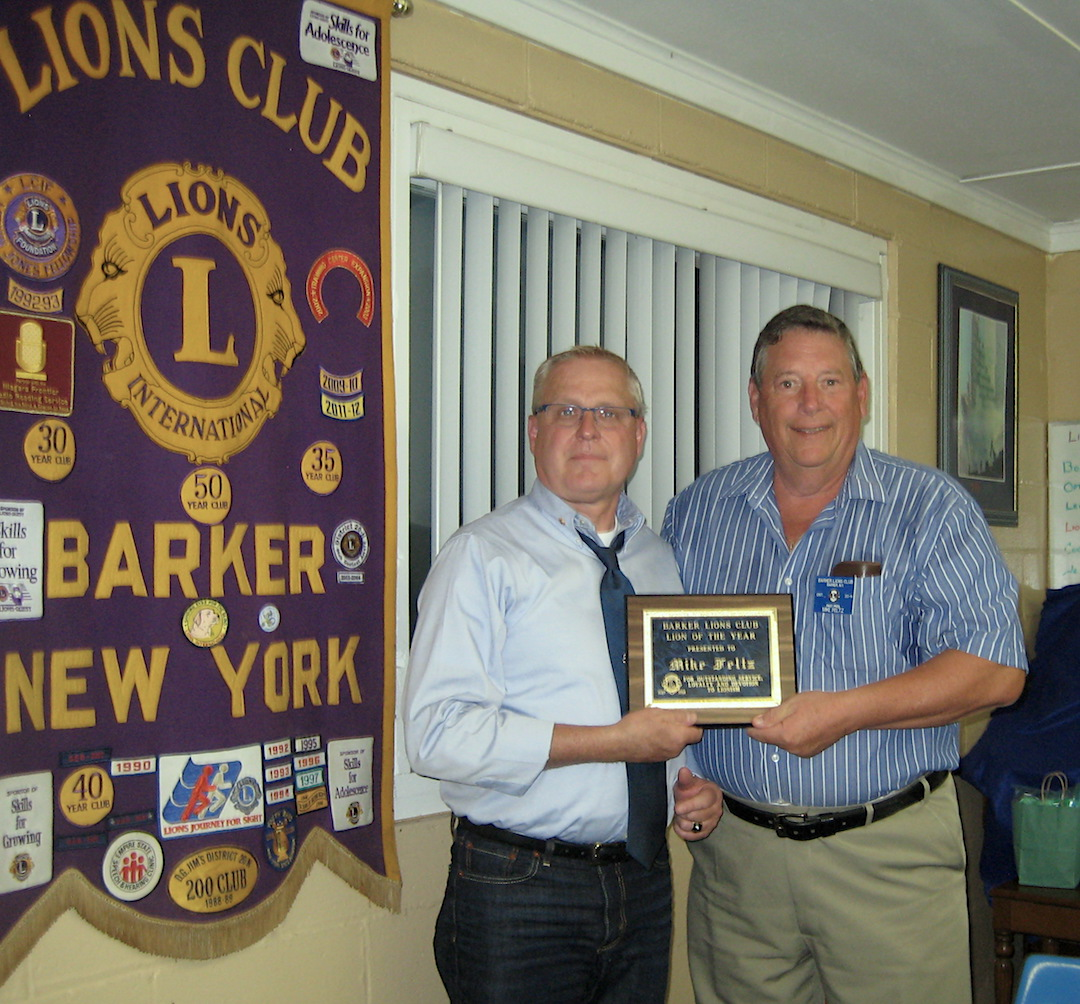 Barker Lions President Kent Wakefield presented Lion of the Year to Past President Mike Feltz.