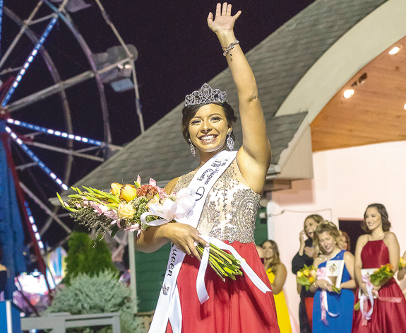 Santana Sawma is crowned as the 2018-19 Niagara County Peach Queen. (Photo by Wayne Peters)