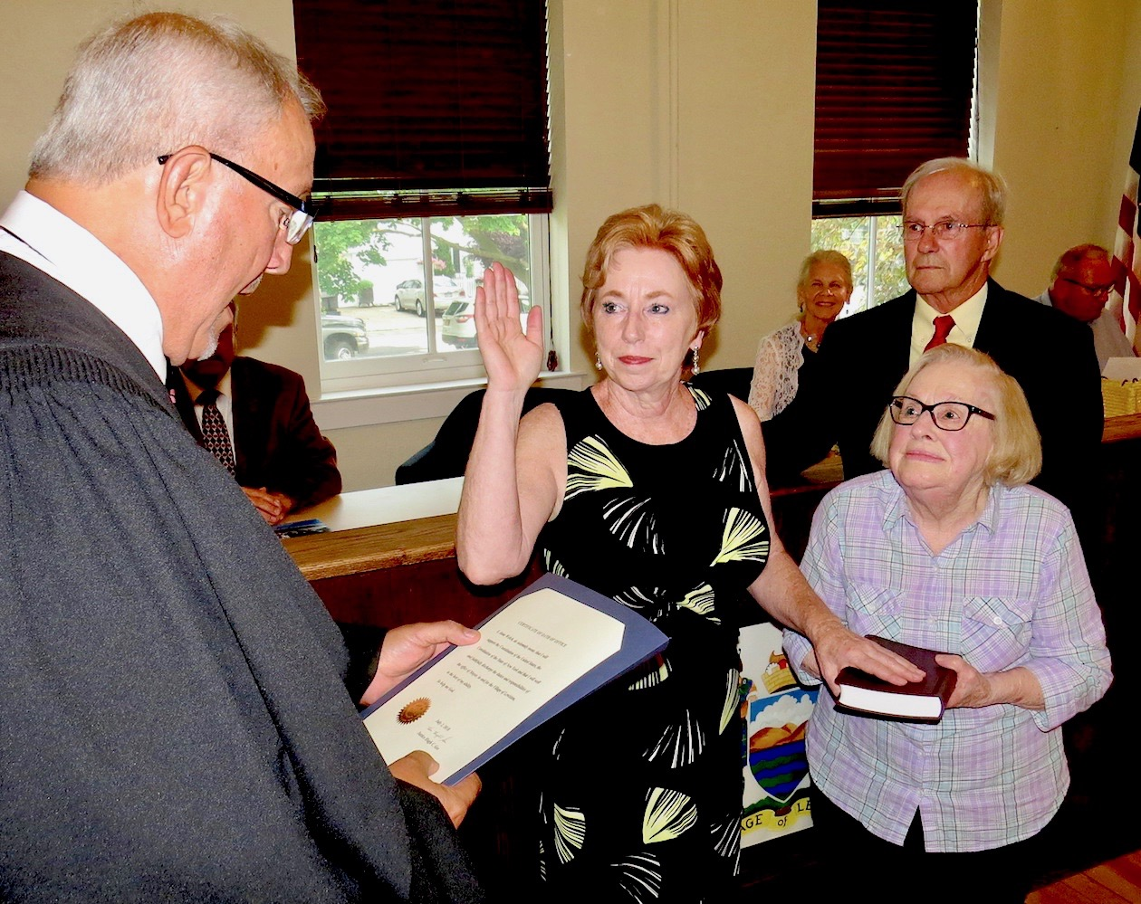 Mayor Anne Welch is sworn into office by the Hon. Hugh Gee. She is joined by former Mayor Marilyn Toohey (holding the Bible) and her husband, Bob.