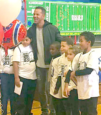 Andre Reed with participating students.