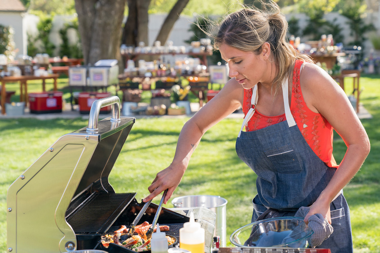 Alex Thomopolous on Food Network's `Ultimate Summer Cook-Off.` (Food Network photo)