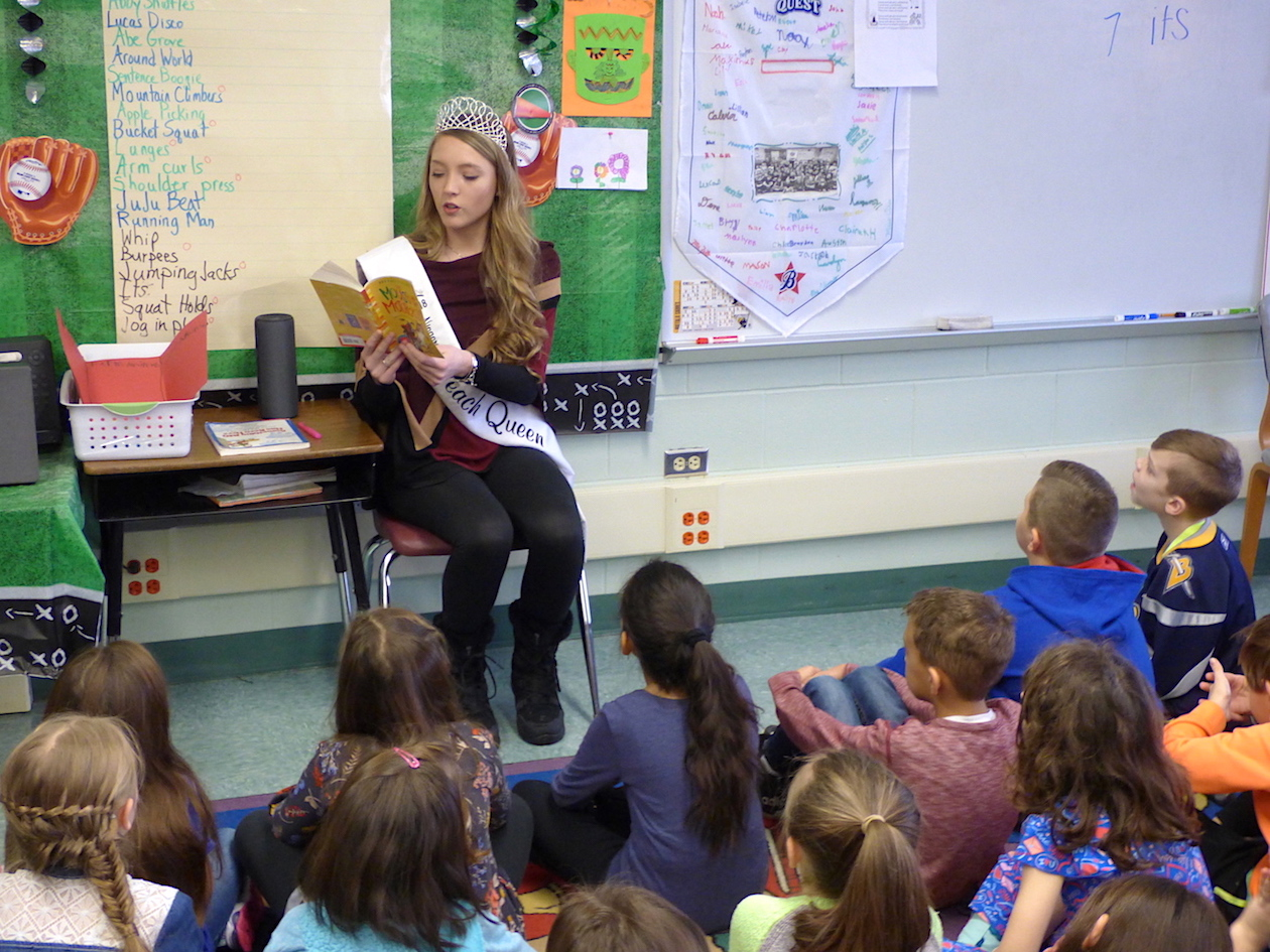 Peach Queen Jamie Hagerty reads to Lewiston-Porter students.