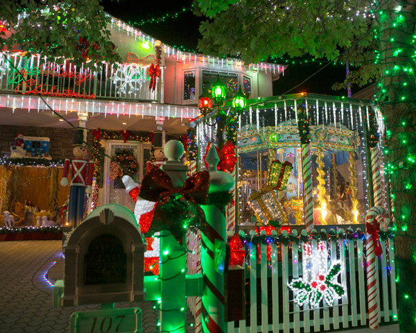 the great christmas light fight dazzles with special episodes featuring competing homes
