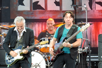 Neil Giraldo and band