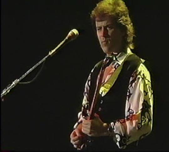 Trevor Rabin on stage with Yes. (Photo by Prog-Ress, used under terms of Creative Commons)