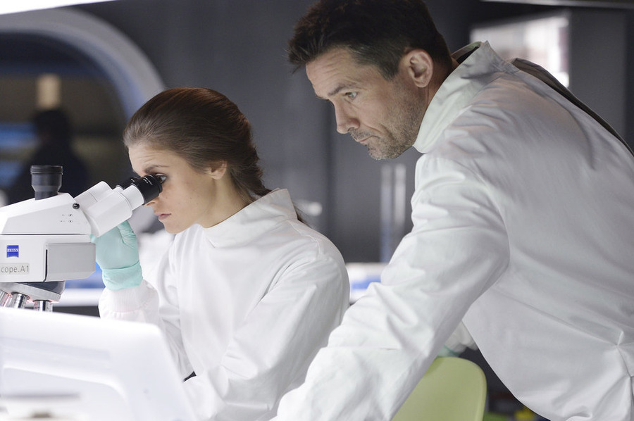 `Helix`: Jordan Hayes as Dr. Sarah Jordan and Billy Campbell as Dr. Alan Farragut in season one. (Syfy photo by Philippe Bosse)