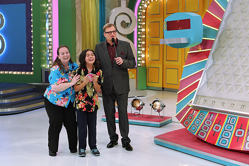 `The Price Is Right`: Host Drew Carey is shown with Jacquelyn Zamora and her mom, Suzanne, on ``The Price Is Right's` first-ever kids episode, airing Thursday, April 18 (11 a.m.), on CBS. (CBS photo by Sonja Flemming/©2013 CBS Broadcasting Inc.)