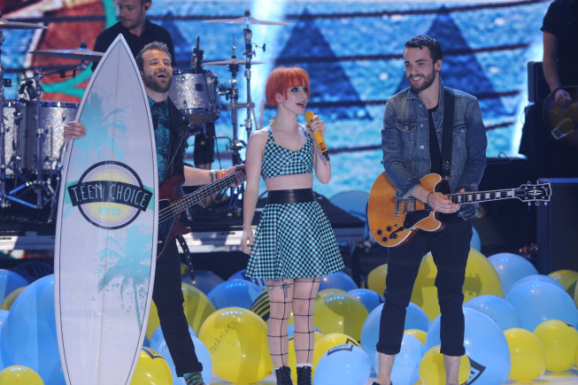 Teen Choice 2013: Paramore wins the Choice Rock Group award. (FOX photo by Ray Mickshaw)