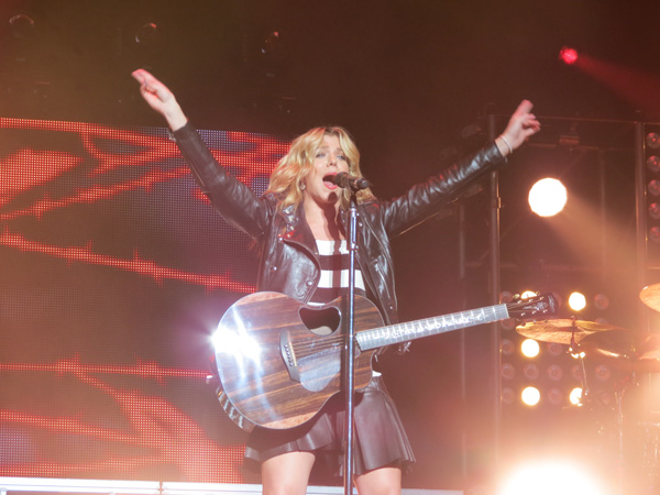 Kimberly Perry at Darien Lake