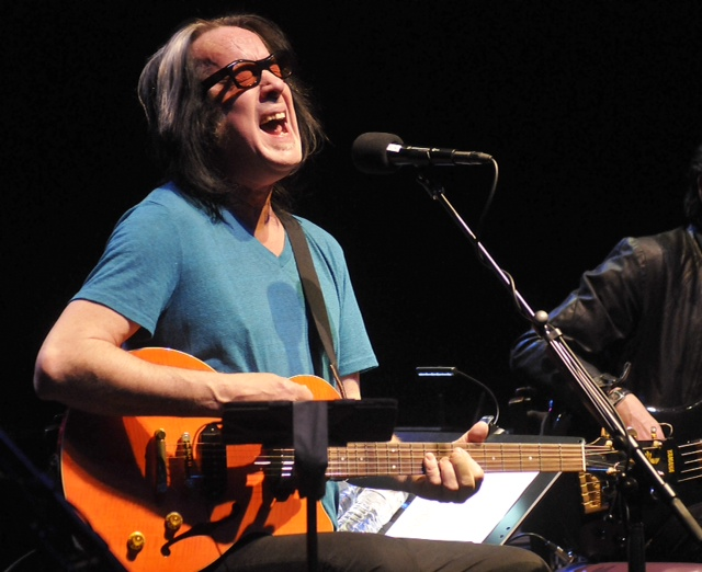 Todd Rundgren on stage in Niagara Falls.