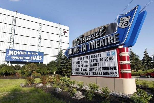 Relive 39 history of drive ins 39 with transit drive in 39 s rick for Drive in movie theaters still open