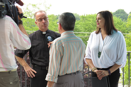 LiPuma and Jennifer Pauly, president of the Niagara River Region Chamber of Commerce, discuss the Jazz Festival.
