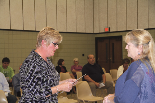 Cindy Duke (right) takes the oath of office from District Clerk Elizabeth Bajor.