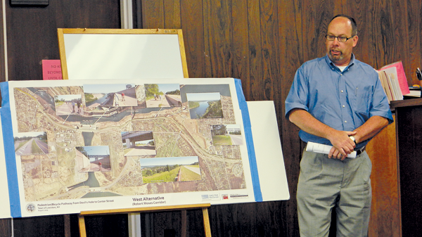 Jeff Lesback of the Hatch Mott MacDonald design group discusses new plans for the Niagara Gorge Trail with town officials. (Photo by Terry Duffy)