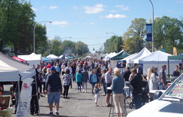 Sunny and mild weather without a trace of rain greeted the patrons of the Taste of Grand Island Fall Festival Saturday. Pictured is the part of the festival on Whitehaven Road. (Photo by Larry Austin)