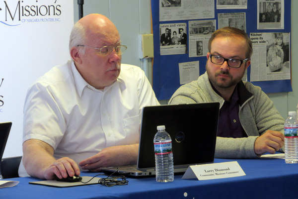 Larry Diamond uses SamePage as ReNU's Tom Lowe looks on. (Photos and video by Joshua Maloni)
