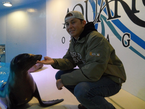 Scotty McCreery is shown on stage at the Aquarium of Niagara with `Arie.` (photo by Jennifer Humphrey)