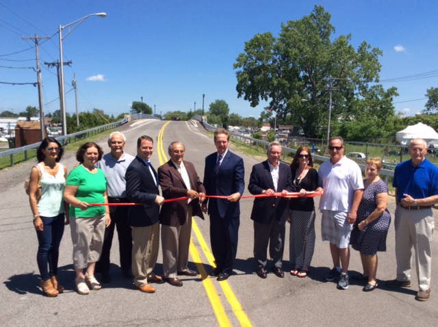 Durkee Bridge event rededication: Elected officials with members of the Frederick B. Durkee family.