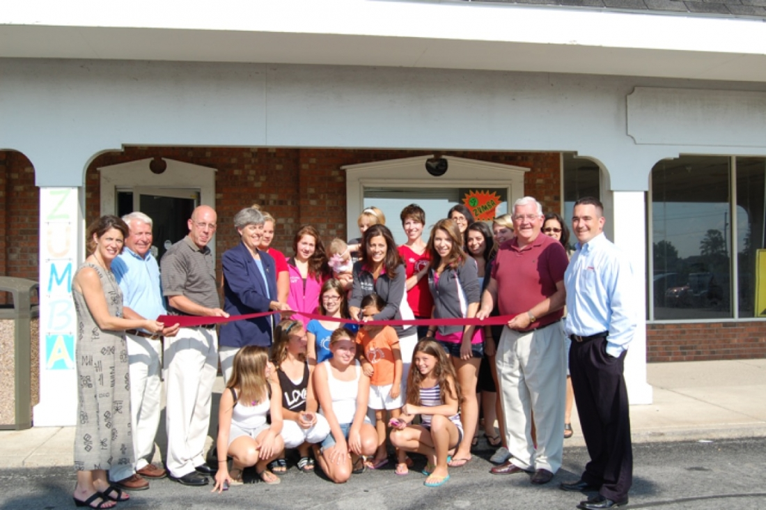 Rachel Novelli cuts the ribbon on the new location of the Grand Island Dance Center, at 2407 Grand Island Blvd., with officials from Grand Island Town government and the Grand Island Chamber of Commerce. (photo by Kim McMahon)
