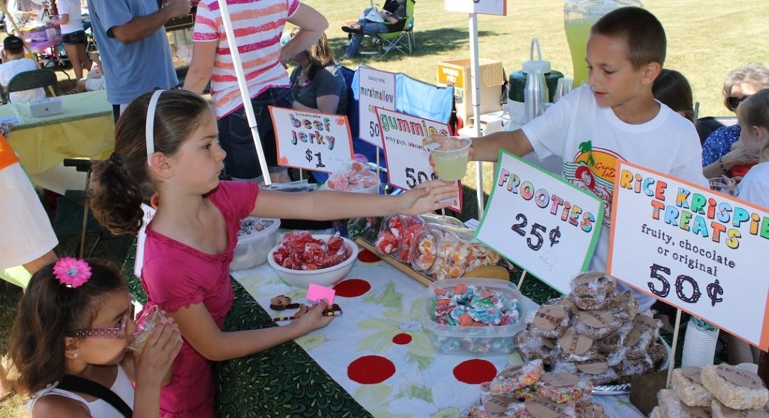 More than 100 children invade town commons for kidbiz for Kidbiz