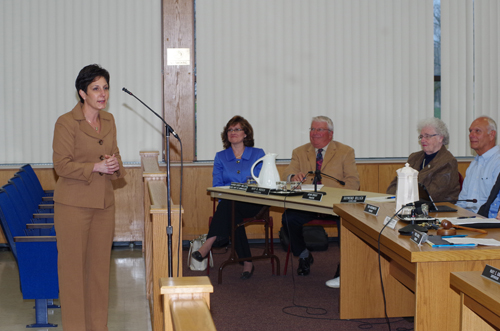 Dr. Teresa Lawrence speaks to a joint meeting of the Grand Island Board of Education and Grand Island Town Board Monday at Town Hall. Lawrence was hired Monday by the Board of Education to be the superintendent of schools in the Grand Island Central School District. (photo by Larry Austin)