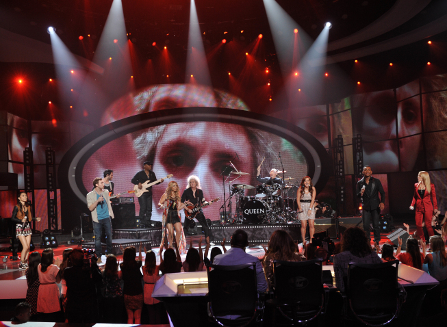 Queen performs with the top 6 on `American Idol` on FOX. (photo by Michael Becker/FOX)