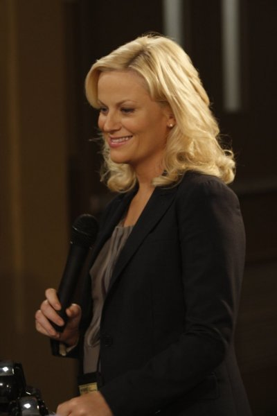 Amy Poehler stars as Leslie Knope on `Parks and Recreation.` Poehler hosts the season premiere of `Saturday Night Live.` (photo by Byron Cohen/NBC)