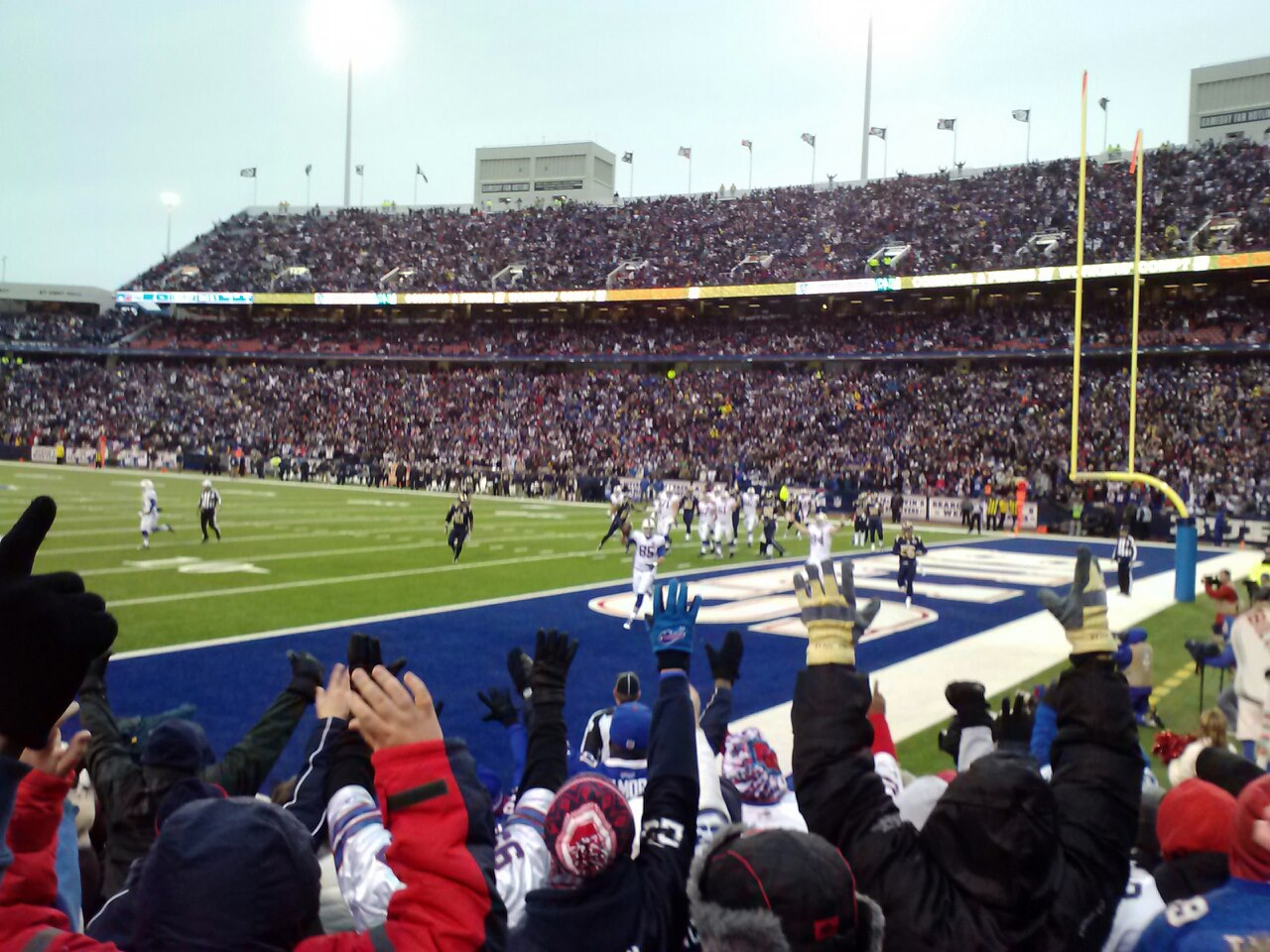 Lee Smith is pictured scoring a touchdown Sunday in the Buffalo Bills 15-12 loss to the St. Louis Rams. (photo by Terry Duffy)