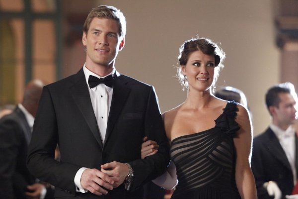 Ryan McPartlin as Devon `Captain Awesome` Woodcomb and Sarah Lancaster as Ellie Bartowski. (NBC photo by Greg Gayne)