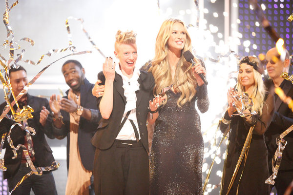 `Fashion Star`: From the finale, pictured from left, are Ronnie Escalante, Nzimiro Oputa, Kara Laricks, Elle Macpherson, Nicole Richie and John Varvatos. (photo by Tyler Golden/NBC)