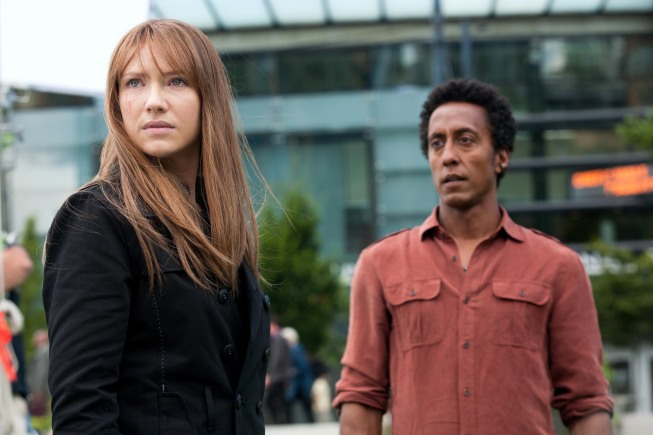 Anna Torv (Olivia Dunham) and guest star Andre Royo (Henry) reunite in the `Fringe` episode `The Abducted.` (photo ©Fox Broadcasting Co./credit: Liane Hentscher)