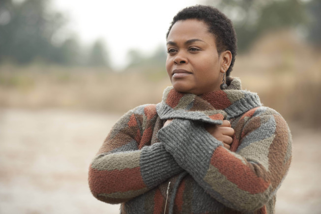 `Fringe`: Jill Scott guest-stars as Simone, a very intuitive and oracle-like person in the all-new `The Human Kind` episode airing Friday, Dec. 7 (9 p.m.), on FOX. (photo ©2012 Fox Broadcasting Co./credit: Cate Cameron/FOX)