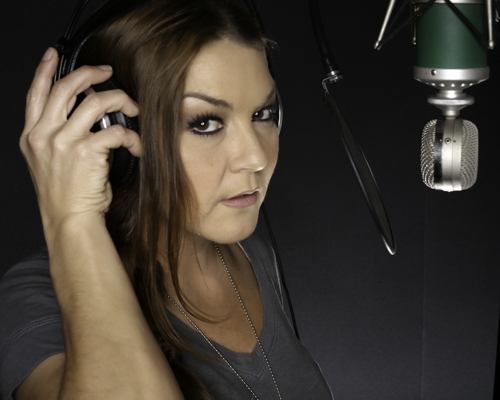 Gretchen Wilson takes the stage in Niagara Falls on Saturday night.