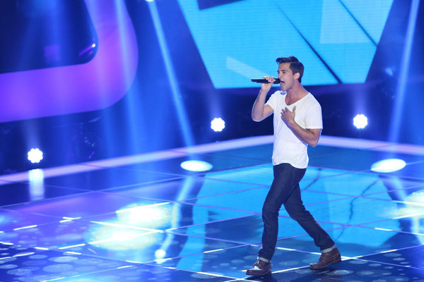 `The Voice`: Pictured at the `Blind Auditions` is singer Dez Duron. (photo by Tyler Golden/NBC)