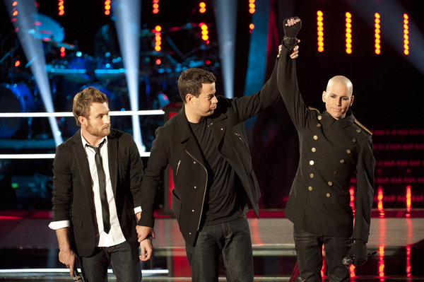 Pictured from `The Voice`: Carson Daly congratulates Tony Vincent on a win over Justin Hopkins. (photo by Lewis Jacobs/NBC)
