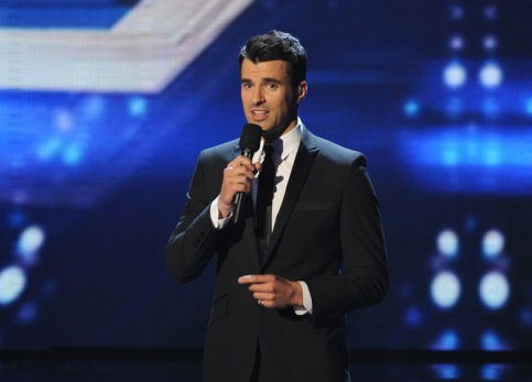 Steve Jones hosts `The X Factor` on FOX. (photo by Ray Mickshaw/FOX)