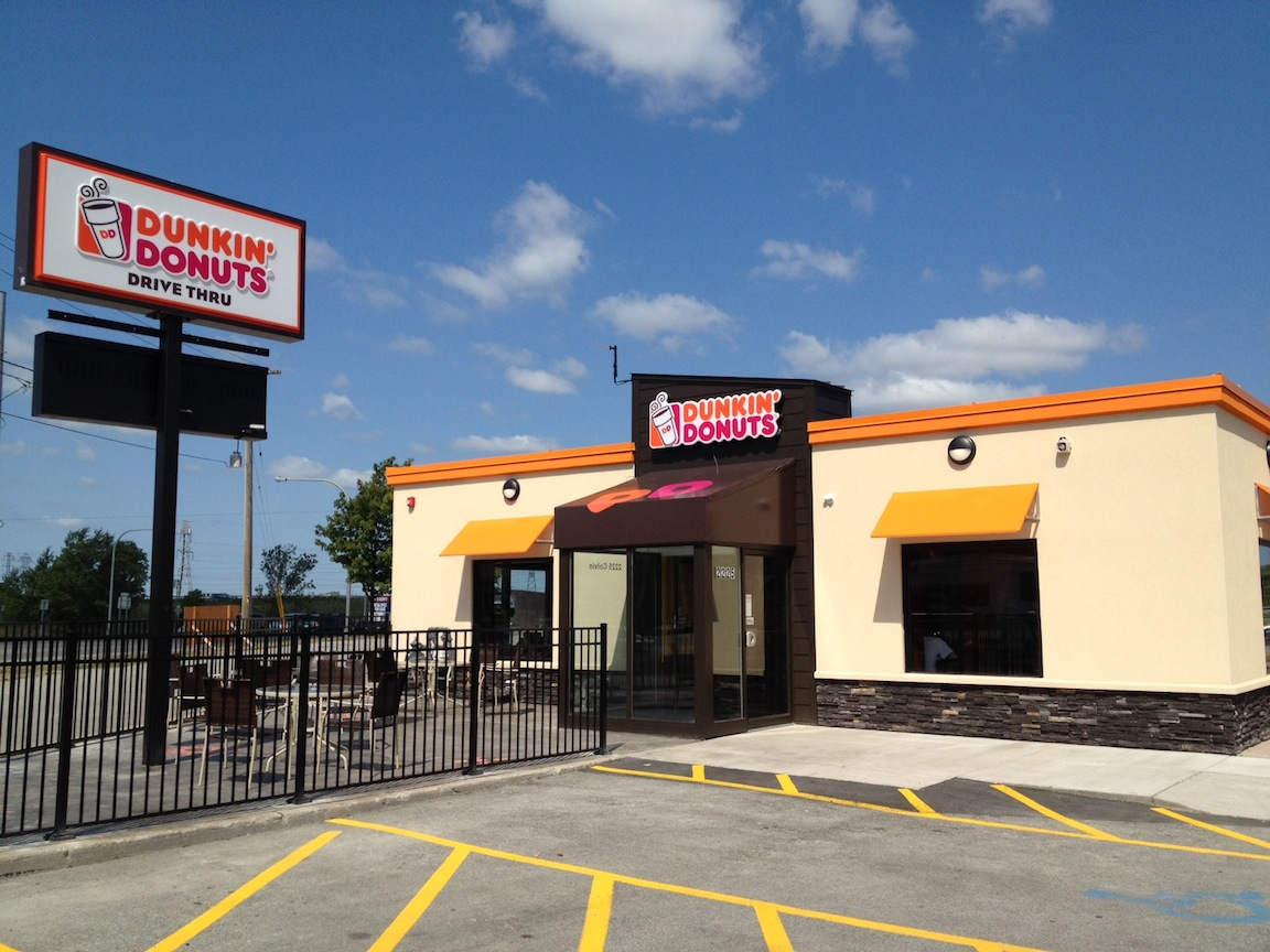 "dunkin donuts plan Dunkin' donuts is poised to roll back into minnesota the nation's largest doughnut-and-coffee chain, with more than 7,000 locations nationwide, is laying the groundwork ""that will get us to about 50 stores in minnesota,"" steve rafferty, senior director of us franchising for dunkin' brands, said friday."
