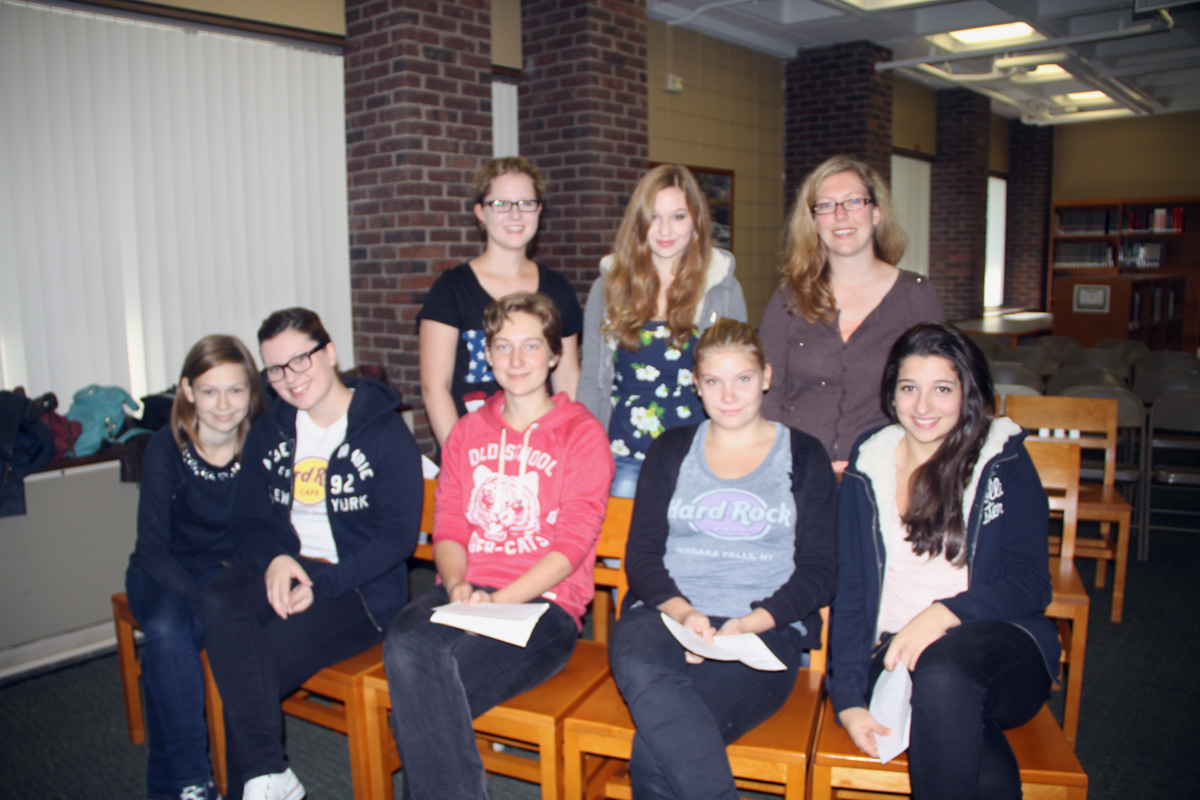 Exchange students Fiona Macom, Aylin Agkurt, Lina Schlaeger, Lena Düikoop, Laura Beesel, Liv Asmussen, Clara Biblow with teacher Michaela Hoyer.