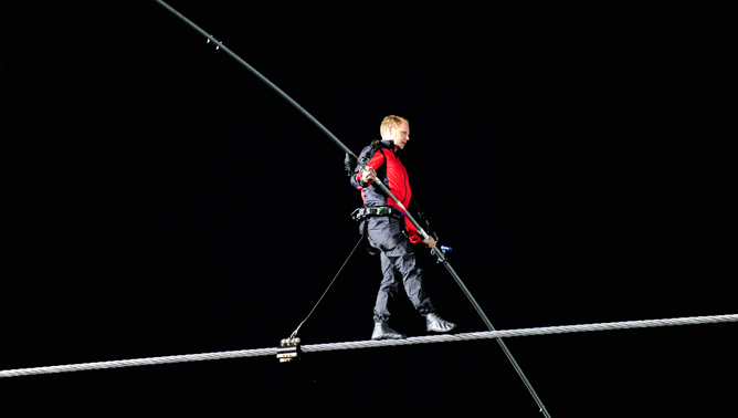 Nik Wallenda will serve as keynote speaker for the 2013 Niagara USA Chamber Gala. (photo by K&D Action Photo)