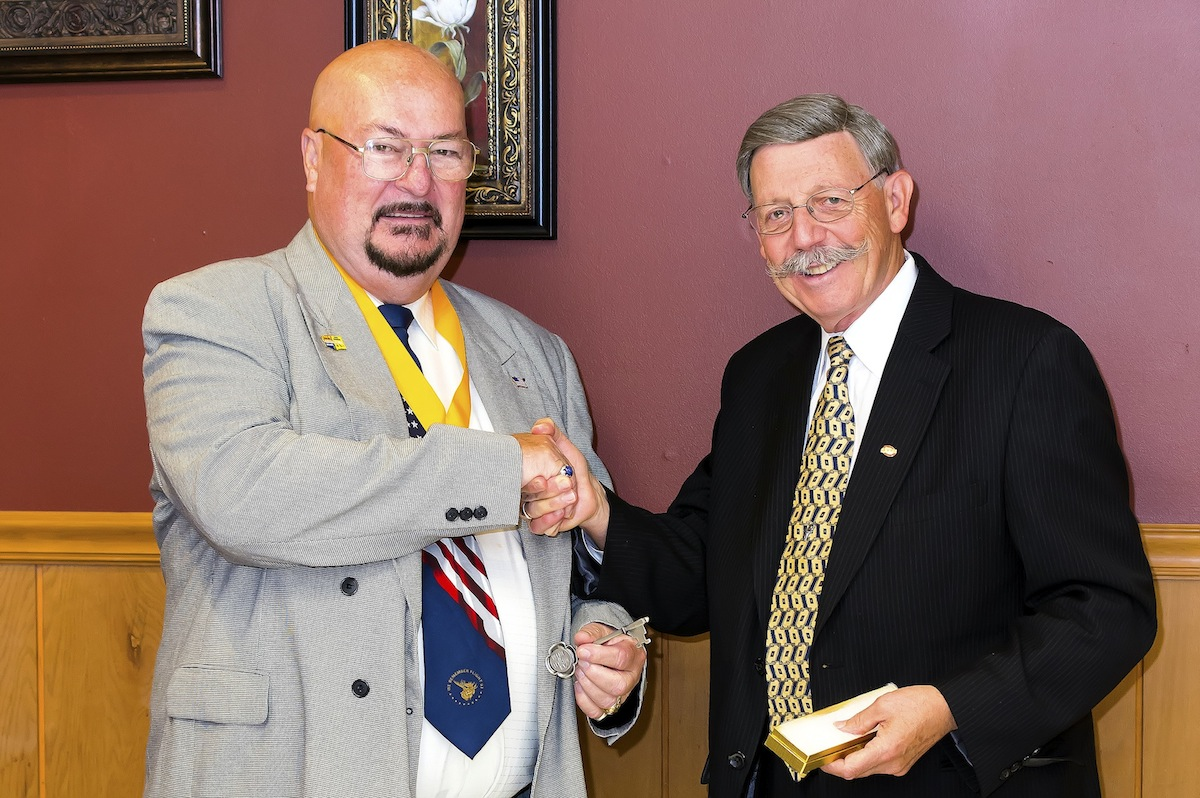 Moose International Supreme Gov. Jim Henderson Sr. (left) receives the key to the Village of Lewiston from Mayor Terry Collesano. (photo by Wayne Peters)