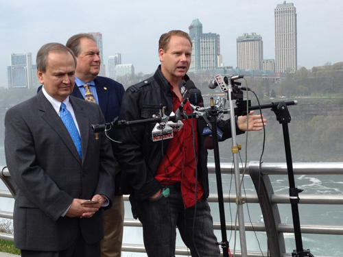 Daredevil Nik Wallenda discusses his high wire walk as State Sen. George Maziarz and Assemblyman John Ceretto listen. (photo by Joshua Maloni)