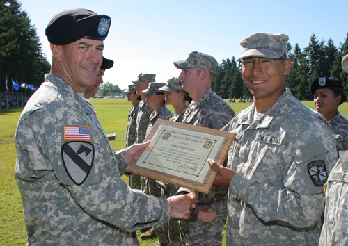 Warrior Forge Commander Col. John Kelly presents Caleb Chin, '14, with the Sinclair L. Melner Award. (Photo courtesy of Al Zdarsky)